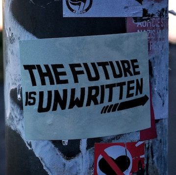The Future is unwritten Aufkleber an Straßenlaterne